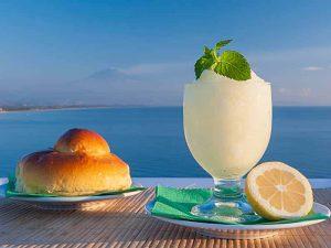 Granita Siciliana al Limone con Brioche