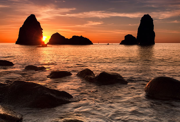 Faraglioni di Acitrezza o Isole dei Ciclopi